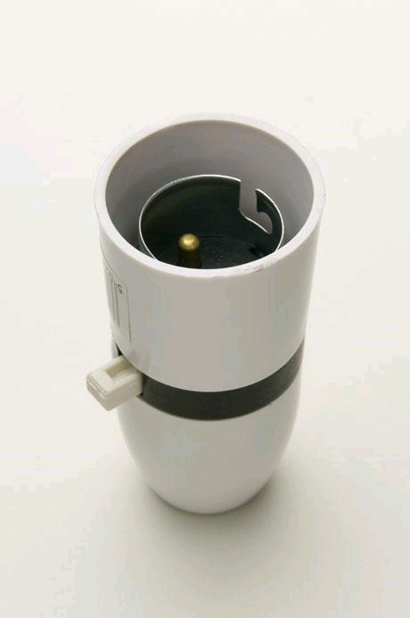 "Jeani BC Lampholder Switched 1/2"" Entry White"